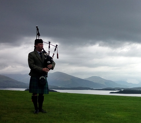 Wedding entertainment piper on Loch Lomond